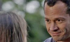 """Carol revela para Apolo que Afonso faleceu nesta sexta (5) em """"Haja Coração"""""""