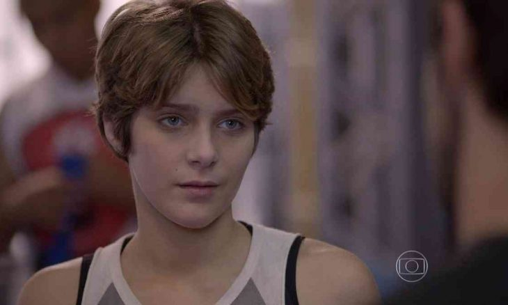 """Karina tenta se aproximar de Cobra, mas ele a evita nesta sexta (26) em """"Malhação: Sonhos"""""""