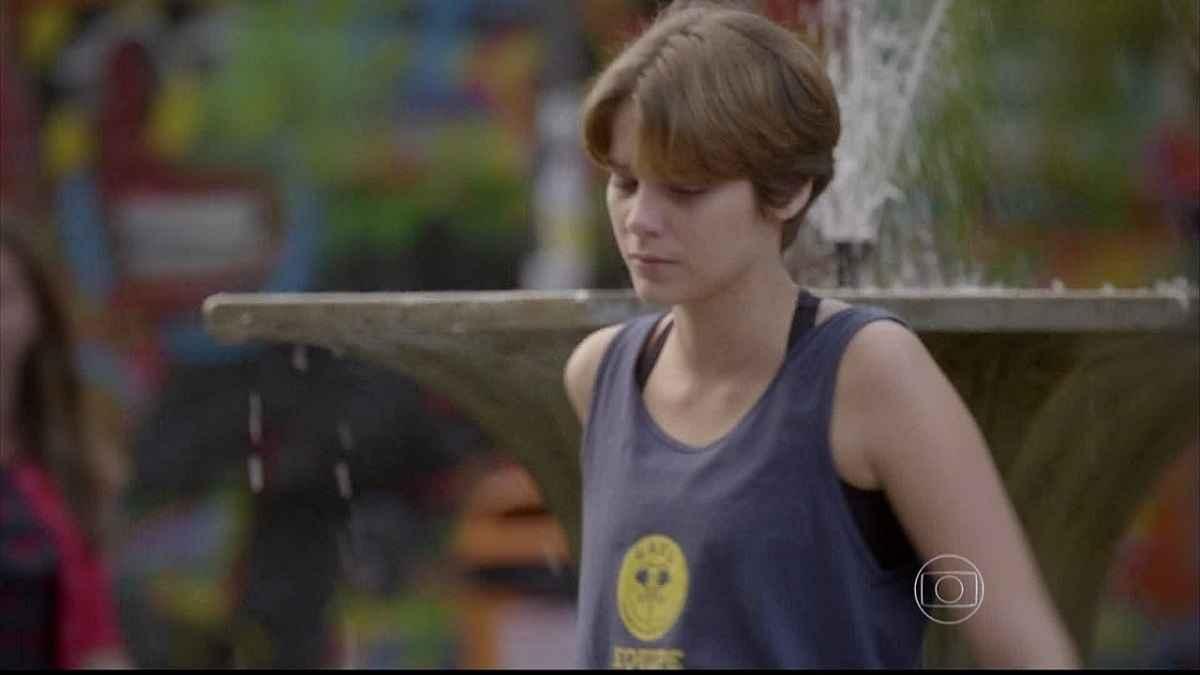 """Pedro tenta consolar Karina, mas ela o repele nesta quarta (10) em """"Malhação: Sonhos"""""""