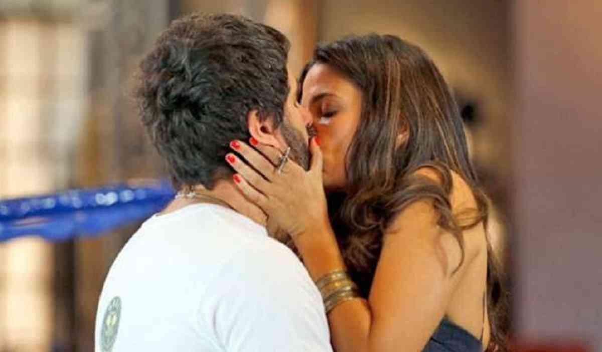 """Gael beija Dandara, e Bianca vê nesta sexta (12) em """"Malhação: Sonhos"""""""