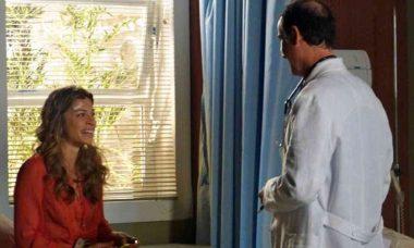 """Após acidente, Ester descobre que está grávida neste quinta (18) em """"Flor do Caribe"""""""