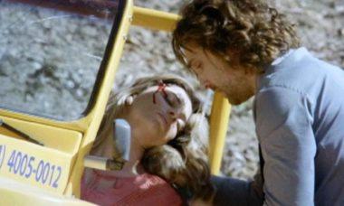 """Ester sofre acidente de buggy e Alberto a socorre nesta quarta (17) em """"Flor do Caribe"""""""