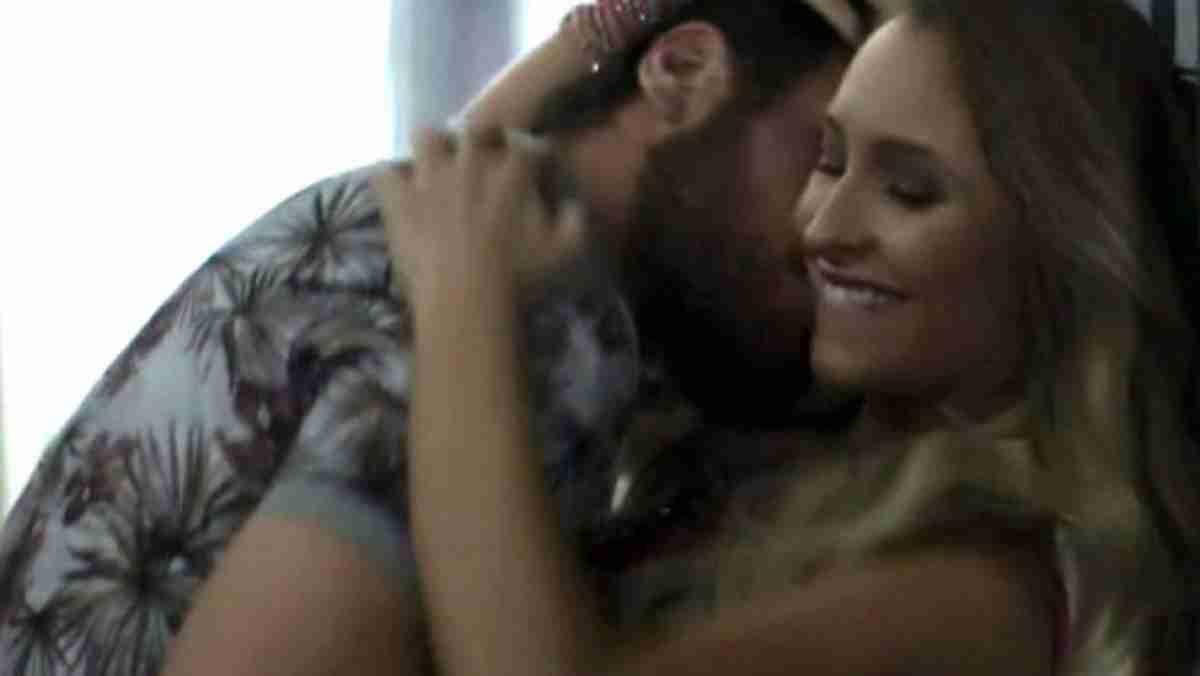 """Rubinho trai Bibi e beija Carine nesta terça (2) em """"A Força do Querer"""""""