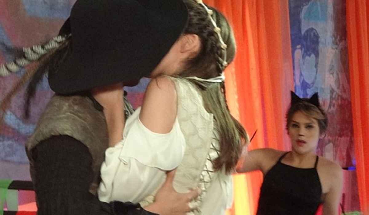 Karina vê Bianca beijando Duca e se revolta contra os dois nesta segunda (15) em 'Malhação: Sonhos'