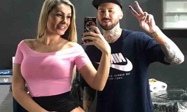 Andressa Urach faz tatuagem na perna e choca fãs conservadores. Foto: instagram
