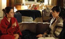 Ana fala para Manuela que desconfia que esteja grávida nesta terça (2) em 'A Vida da Gente'