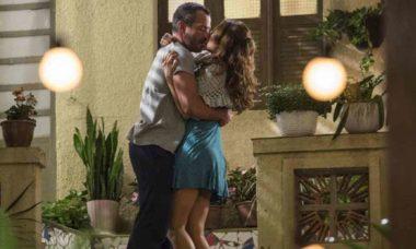 Apolo e Tancinha se beijam em jantar feito por Beto nesta segunda (15) em 'Haja Coração'