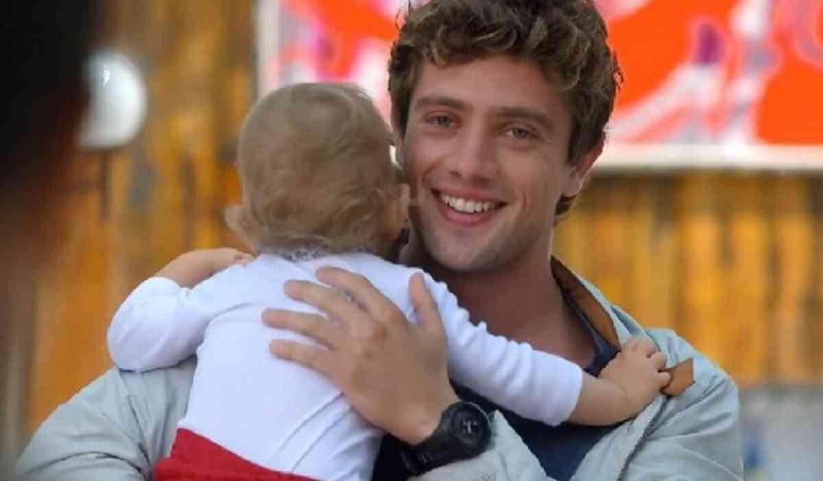 Rodrigo conta para Jonas que Júlia é sua neta nesta terça (23) em 'A Vida da Gente'