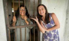 Regina Casé e Adriana Esteves nos bastidores de 'Amor de mãe' Foto: João Miguel Junior/Rede Globo/Divulgação