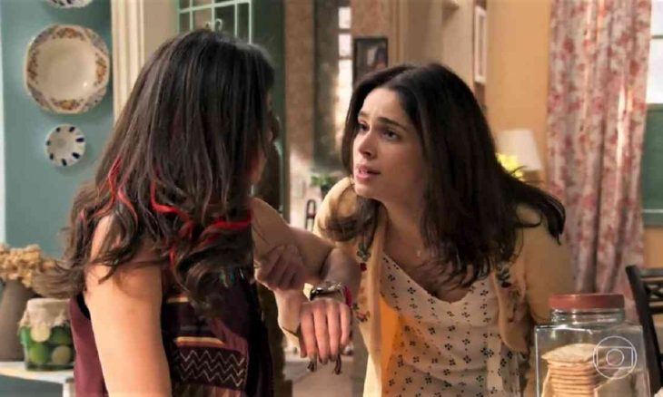 """Shirlei confronta Carmela sobre Jéssica nesta segunda (8) em """"Haja Coração"""""""