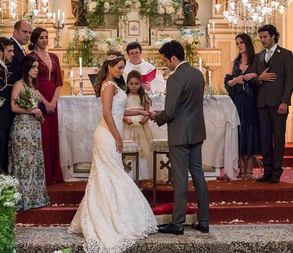 """Tancinha decide se casar com Beto por causa de Bia nesta sexta (12) em """"Haja Coração"""" (Foto: Reprodução/Globo)"""