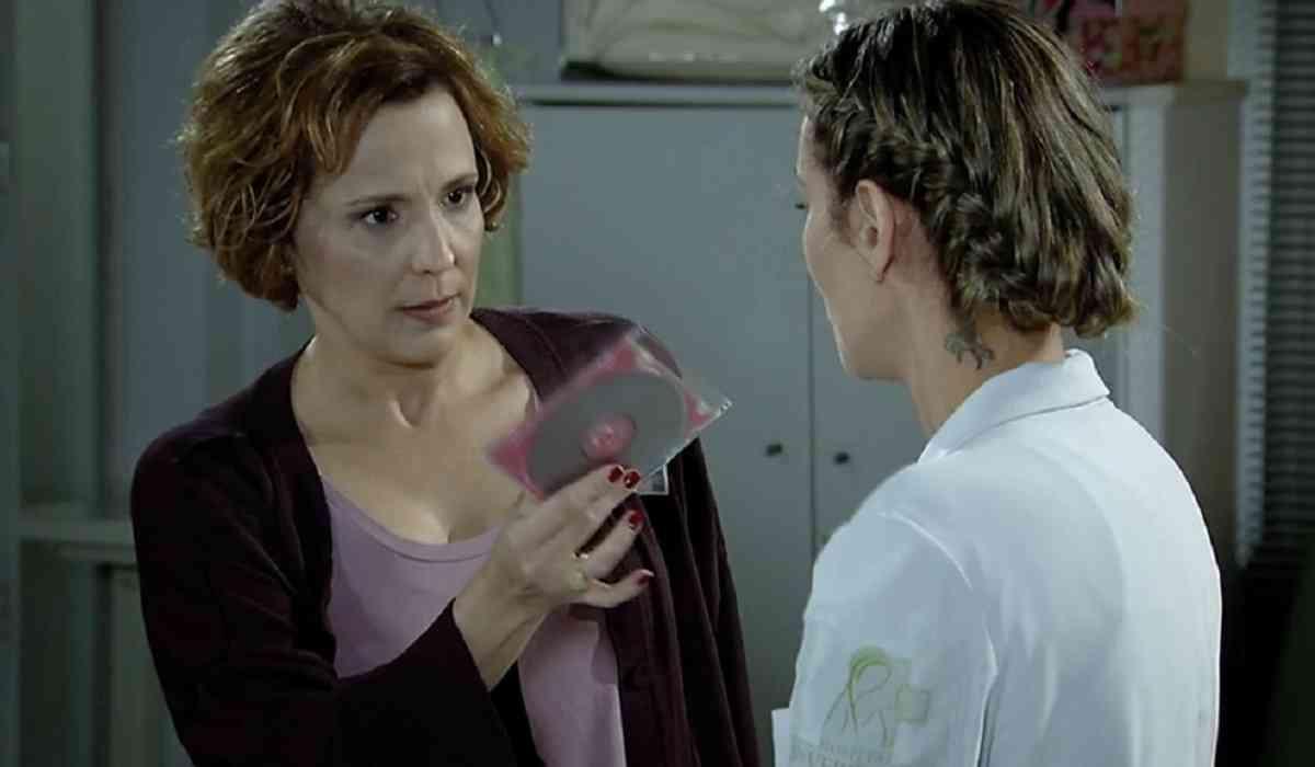 Eva discute com as enfermeiras que cuidam de Ana neste sábado (27) em 'A Vida da Gente'