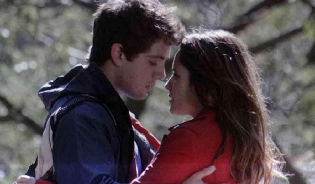 """Ana e Rodrigo se reencontram e tenista mente sobre Júlia nesta segunda (8) em """"A Vida da Gente"""""""