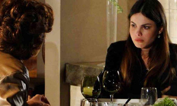 """Alice aceita almoçar com Vitória mas se revolta nesta sexta (12) em """"A Vida da Gente"""""""