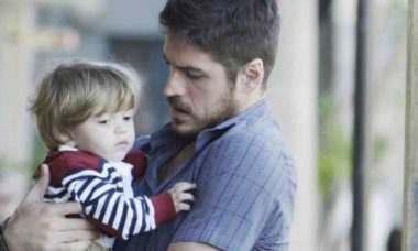"""Zeca descobre que é pai de Ruyzinho nesta terça (9) em """"A Força do Querer"""""""