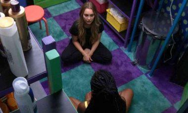 BBB 21: Camilla tenta alertar Carla sobre Arthur: 'ele é uma incógnita' (Foto: Reprodução/Globo)