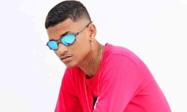 'Rei do Brega-funk': com muito bom humor, o jovem cantor pernambucano Anderson Neiff, conquista fãs dentro e fora da internet. Foto: Divulgação