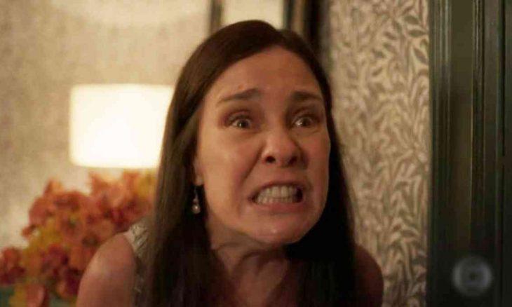 Thelma surta e culpa Camila pelas desgraças em sua vida neste sábado em 'Amor de Mãe'