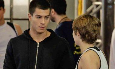 Duca decide contar mentira de Bianca para Karina nesta segunda (19) em 'Malhação: Sonhos'