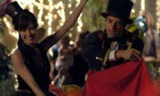 Rodrigo e Manuela se fantasiam para festa de Júlia nesta segunda (19) em 'A Vida da Gente'