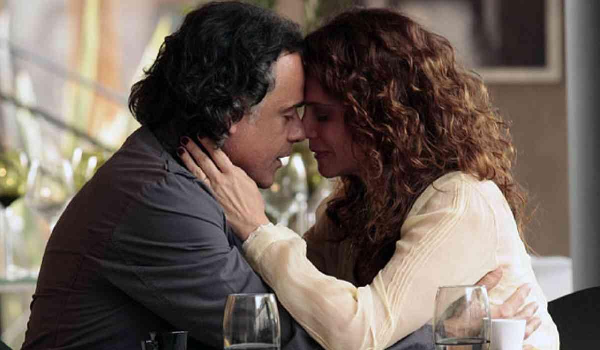 Marcos se declara para Dora, e os se beijam nesta quarta (7) em 'A Vida da Gente'