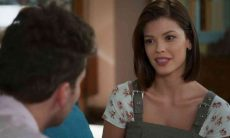 Kyra se apresenta a Alan como amiga de Alexia nesta segunda (5) em 'Salve-se Quem Puder'