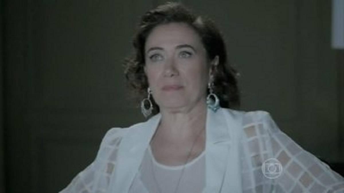 Maria Marta desabafa que não pode ficar sem o marido nesta quarta (5) em 'Império' (Foto: Reprodução/Globo)