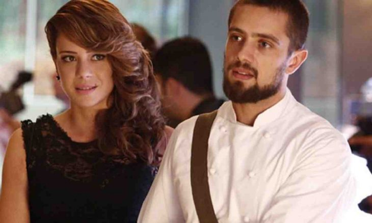 Cristina vai com Vicente à festa da Império nesta terça (25) em 'Império'