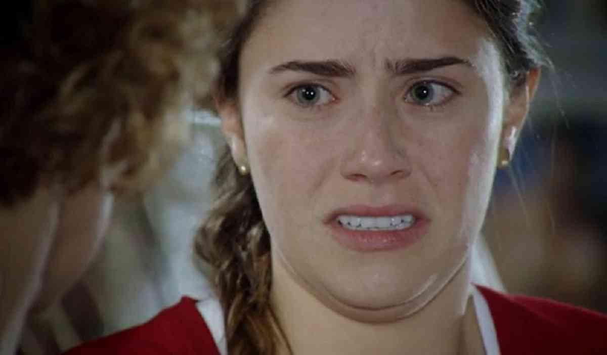 Ana não quer ouvir falar sobre Manuela neste sábado (8) em 'A Vida da Gente' (Foto: Reprodução/Globo)