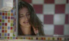Lucrécia flagra Jade arrancando fios de cabelo nesta quinta (3) em 'Malhação: Sonhos'