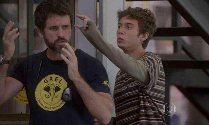 João tenta conseguir fios de cabelo de Gael nesta sexta (14) em 'Malhação: Sonhos'