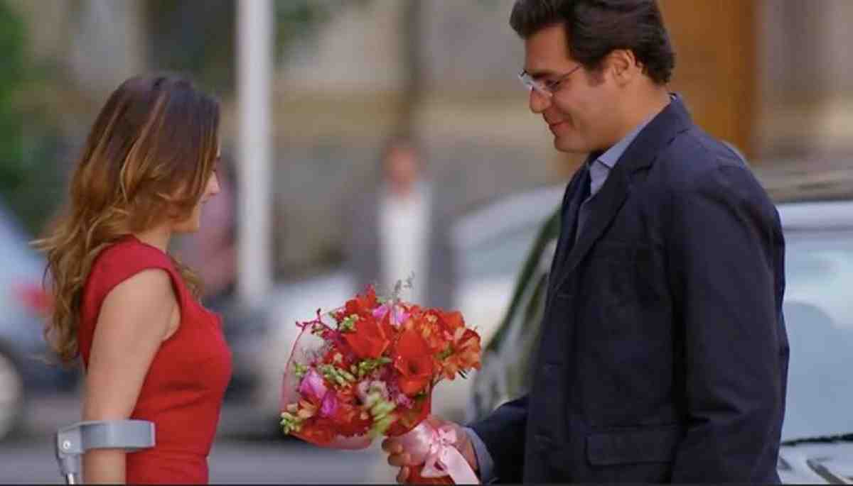 Ana aceita sair com Lúcio nesta segunda (17) em 'A Vida da Gente'