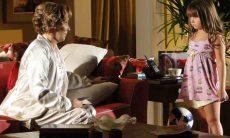 Eva assusta Júlia ao falar que ela irá morar com Ana nesta quarta (19) em 'A Vida da Gente'