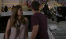 """Duca percebe uma moto suspeita o seguindo nesta quinta (13) em """"Malhação: Sonhos'"""