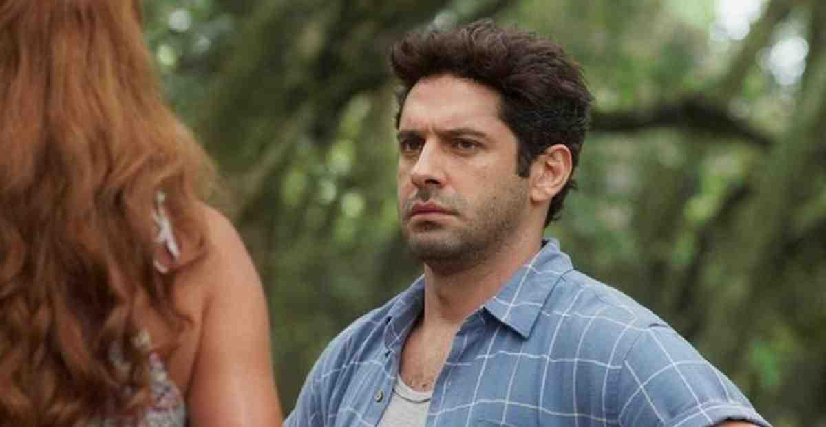 Zezinho decide seguir Alexia nesta terça (25) em 'Salve-se Quem Puder'