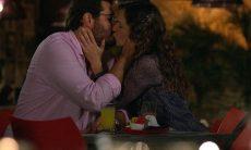 Lúcio e Laura se beijam nesta quarta (23) em 'A Vida da Gente'