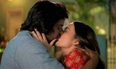 Luna e Alejandro se beijam nesta quarta (30) em 'Salve-se Quem Puder'