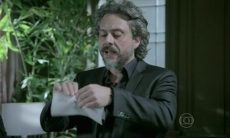 José Alfredo rasga exame de DNA e decide adotar Cristina nesta terça (6) em 'Império'