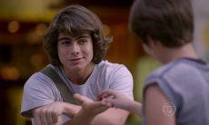 Pedro dá a luvinha para Karina nesta segunda (19) em 'Malhação: Sonhos'