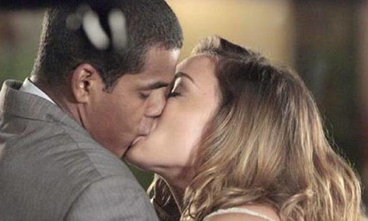 Cris e Matias se beijam nesta terça (27) em 'A Vida da Gente'