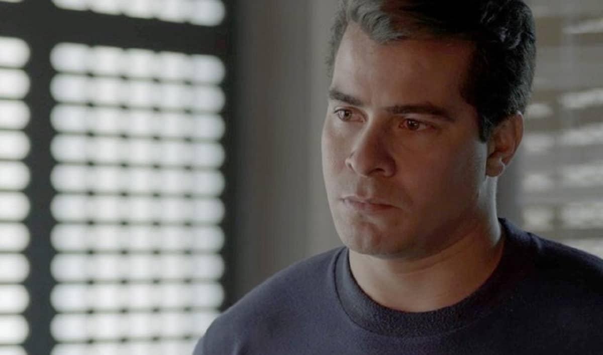 Júlio desiste de ir ao cinema com Antônia nesta terça (27) em 'Pega Pega'