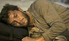 Leonardo dorme na rua neste sábado (24) em 'Império'