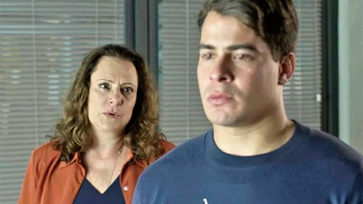 Arlete pede perdão a Júlio nesta segunda (30) em 'Pega Pega'