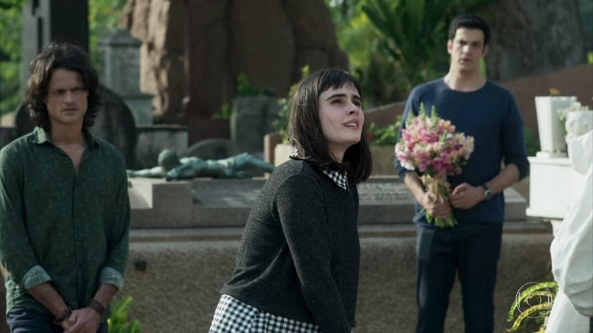 Eric vai com Bebeth e Mathias visitar o túmulo de Mirella nesta quinta (2) em 'Pega Pega'