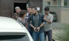 Vicente é preso e Maria Clara o acompanha nesta sábado (7) em 'Império'