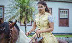 Pilar foge de seu casamento e da fazenda nesta quinta (12) em 'Nos Tempos do Imperador'