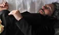 José Alfredo abre os olhos dentro do caixão neste sábado (14) em 'Império'