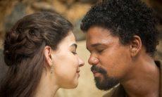 Samuel e Pilar se beijam neste sábado (14) em 'Nos Tempos do Imperador'