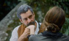 Jerusa arma contra Tonico nesta segunda (23) em 'Nos Tempos do Imperador' (Foto: Reprodução/Globo)