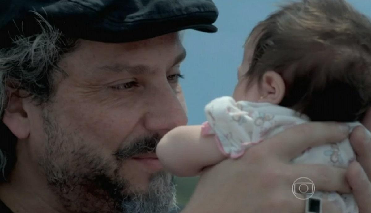 José Alfredo conhece seus netos nesta terça (31) em 'Império'